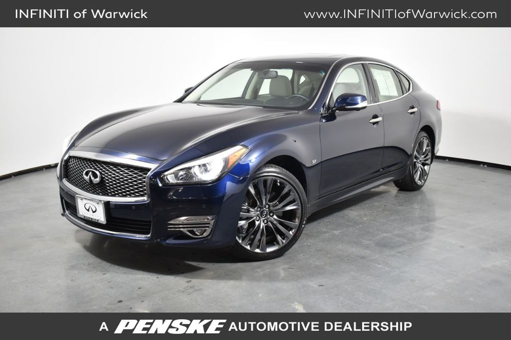 Certified Pre-Owned 2017 INFINITI Q70 3.7 AWD